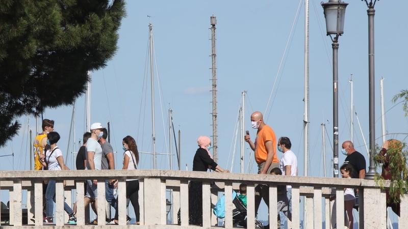 Itália vai recrutar 60.000 voluntários para controlar aglomerações