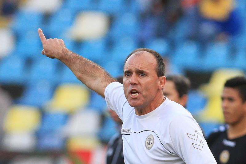 SAD do Desportivo das Aves diz que não quer rescindir com Ulisses Morais