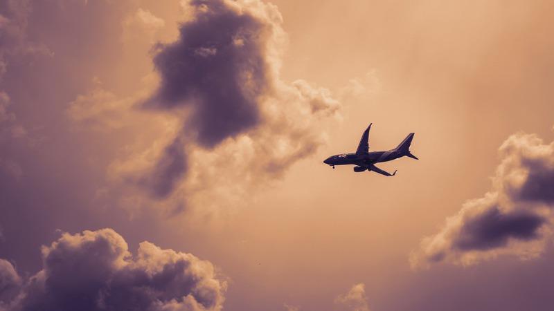 Não costuma apertar o cinto de segurança no avião? Da próxima vez, faça-o