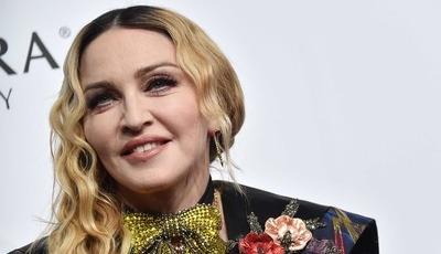 """Madonna no videoclip de Ariana Grande: """"Cairei com grande vingança e raiva furiosa em cima de ti"""""""