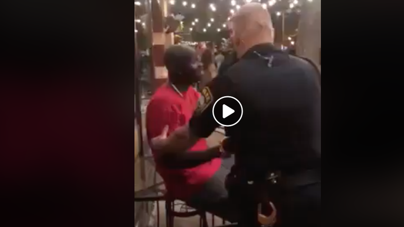 História de vídeo viral de agente afro-americano do FBI detido por polícias brancos é verdadeira?