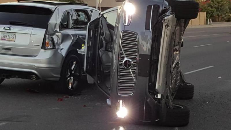 Uber: Acidente cancela programa piloto com carros autónomos
