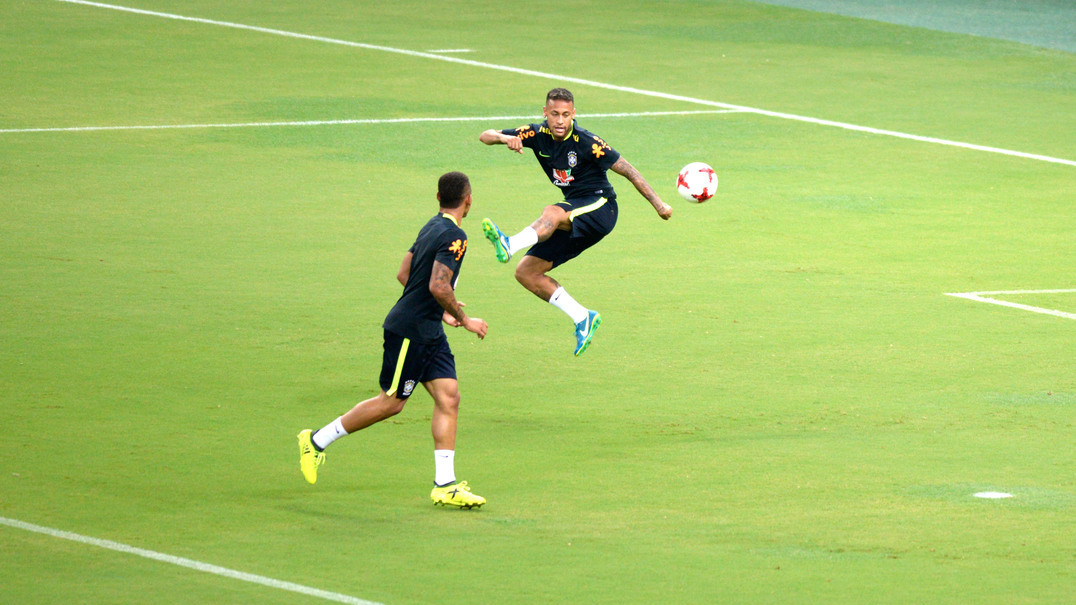 Já viu o que Gabriel Jesus fez a Neymar? E já viu a resposta de Neymar?