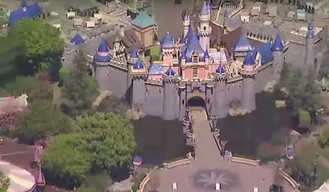 Este vídeo aéreo mostra a Disneyland totalmente vazia durante surto de coronavírus
