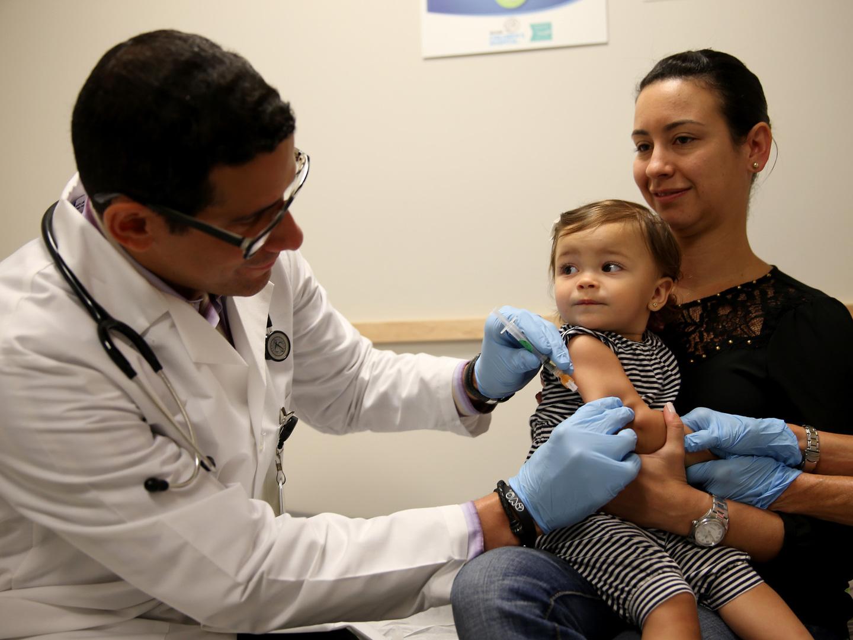 Escolas devem comunicar a delegados de saúde alunos sem vacinas em dia