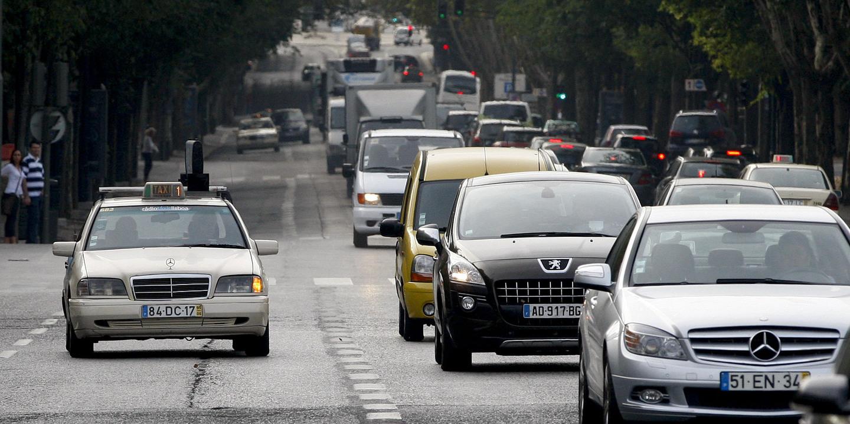 Um em cada dez automobilistas de Lisboa usa o telemóvel durante a condução