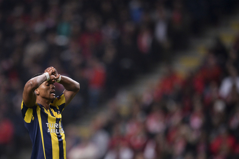 Fenerbahçe perde final da Taça da Turquia... e Nani é expulso