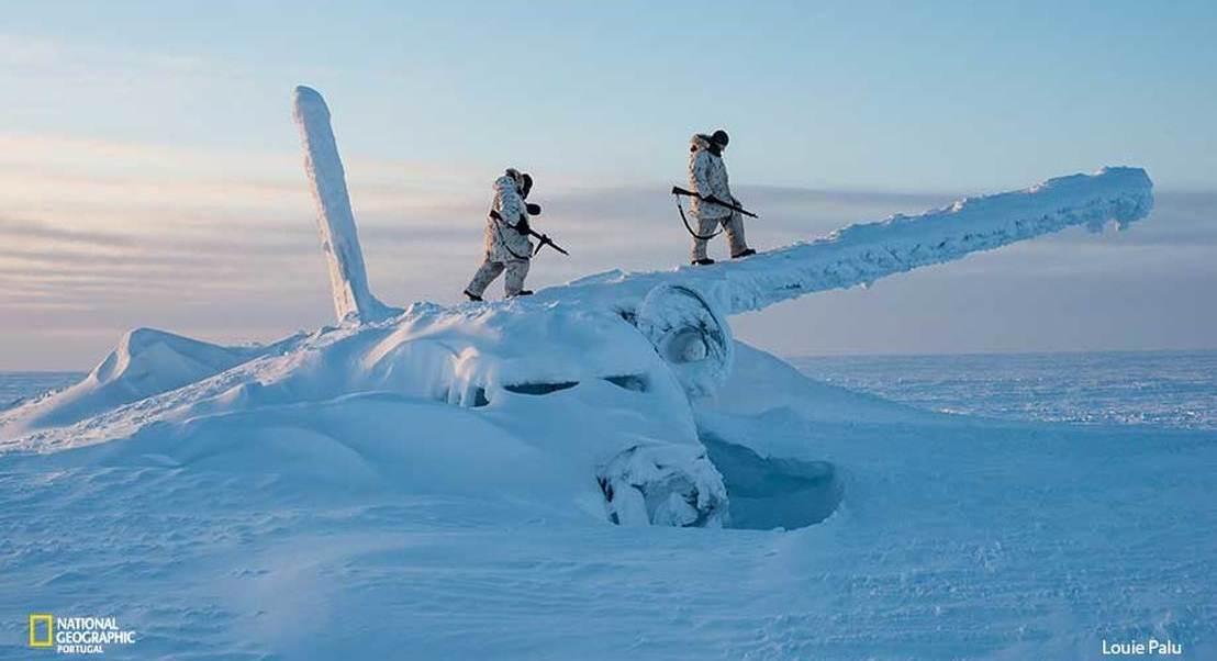 """A nova Guerra Fria: como as alterações climáticas estão a preparar o terreno para um conflito no """"topo do mundo""""."""