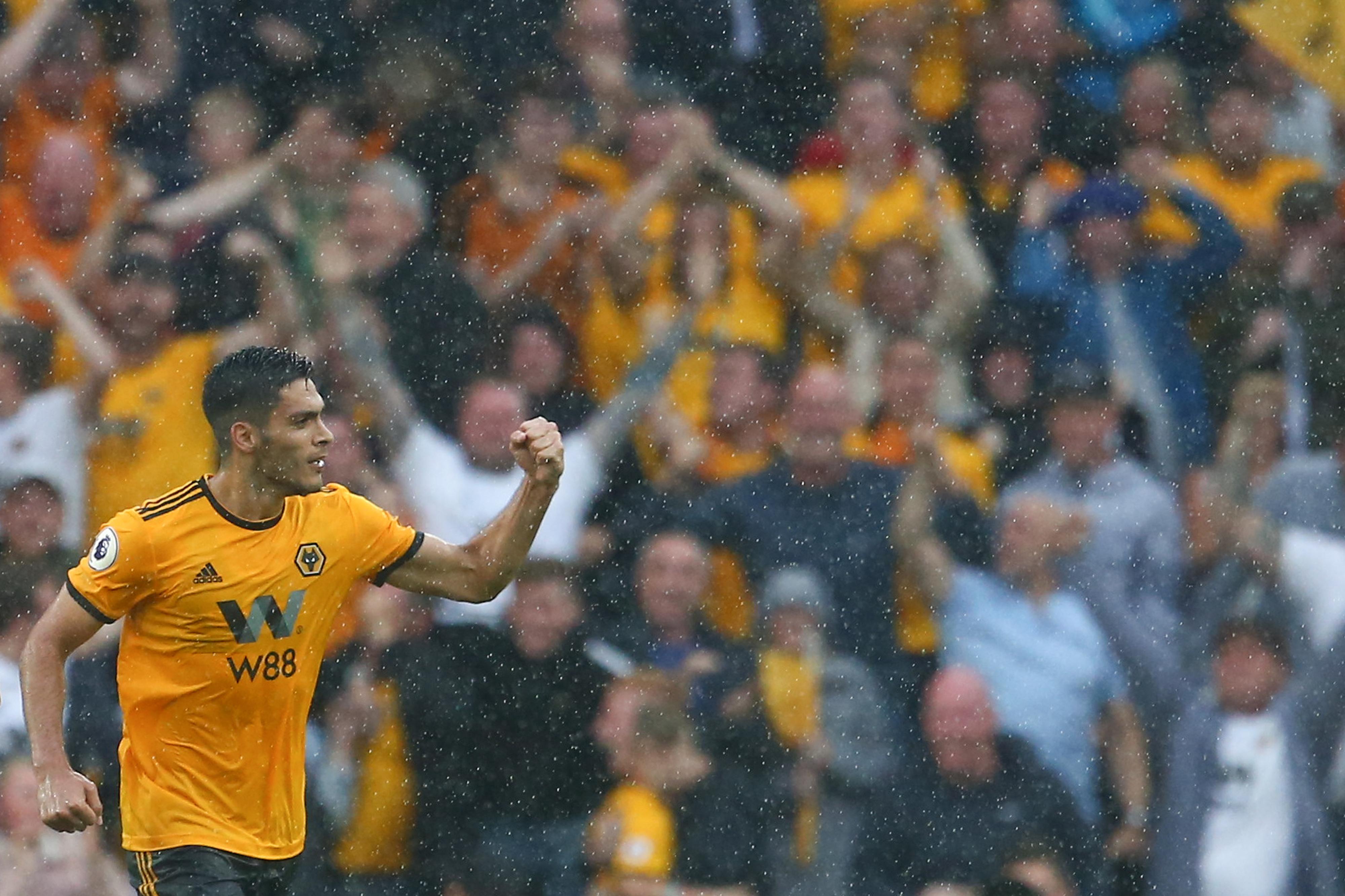 Premier League: 'Wolves' somam terceira vitória seguida e sobem ao sétimo lugar