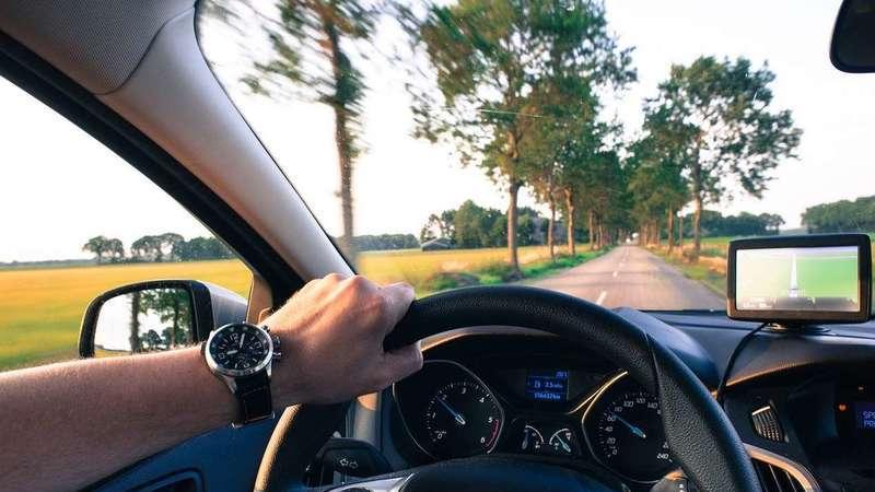 Atenção: Usar câmaras de vídeo em carros é proibido por lei