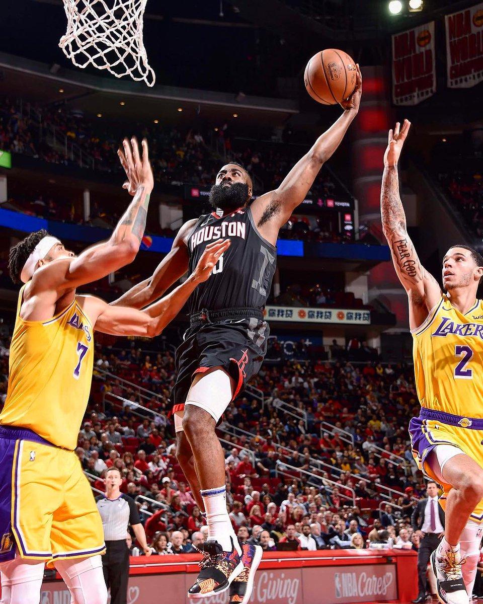 """Basquetebol/NBA: Harden faz 50 pontos e """"arrasa"""" Lakers de LeBron James"""
