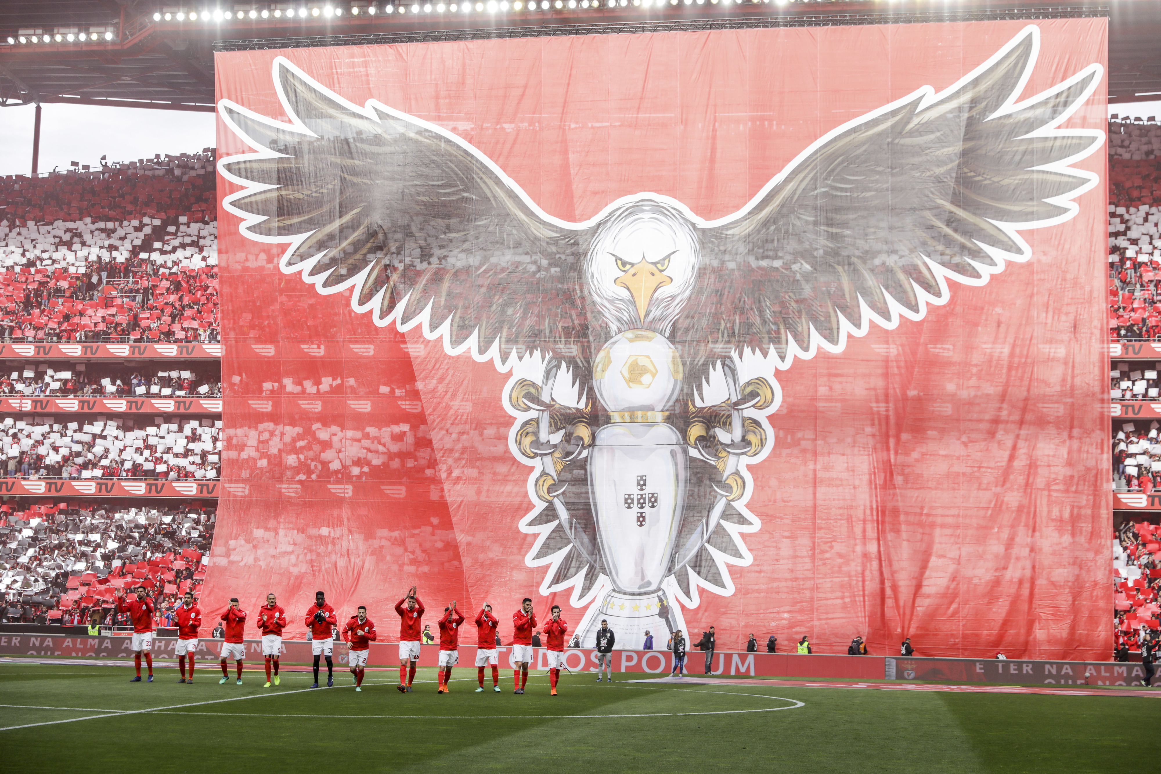 Benfica procura isolar-se no comando provisório da Liga