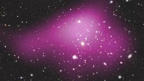 """Astrónomos descobrem colossal """"galáxia fantasma"""" com 99,99% de matéria negra"""