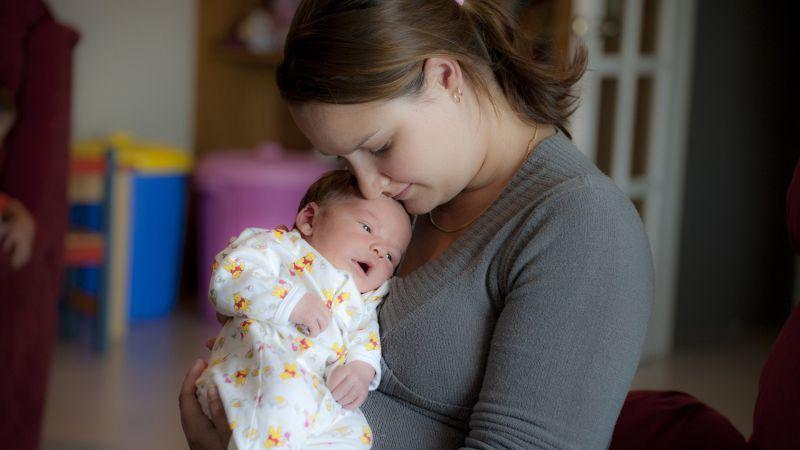 4 posições para amamentar o seu bebé
