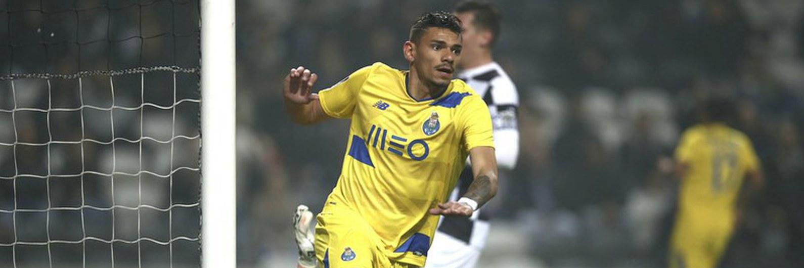 FC Porto vence com um golo do suspeito do costume