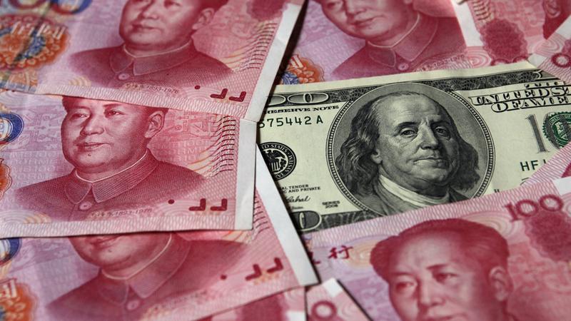 """China """"queimou"""" 25% das suas reservas de divisas a defender o yuan"""