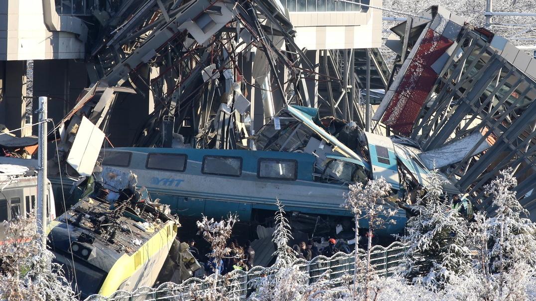 Acidente de comboio na Turquia faz pelo menos 9 mortos