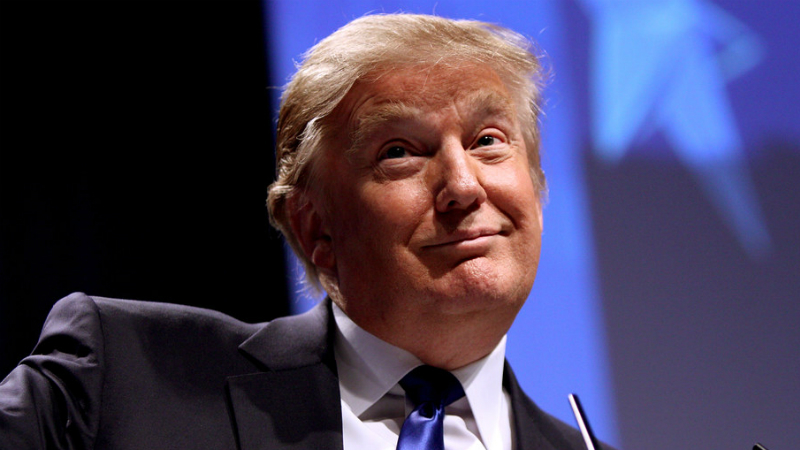 É oficial: Trump retira poderes às redes sociais após polémica com Twitter