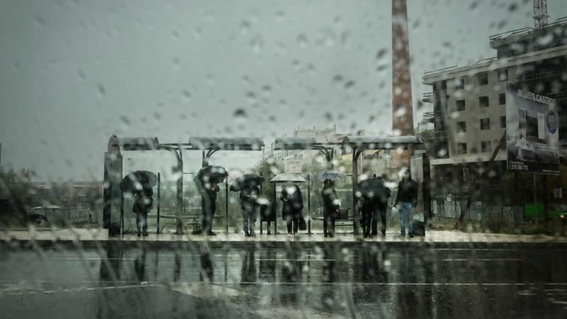 Mau Tempo: Chuva regressou e dez distritos do continente estão sob aviso amarelo