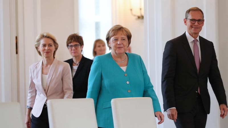 Merkel assinala atentado falhado contra Hitler com apelo contra extrema-direita