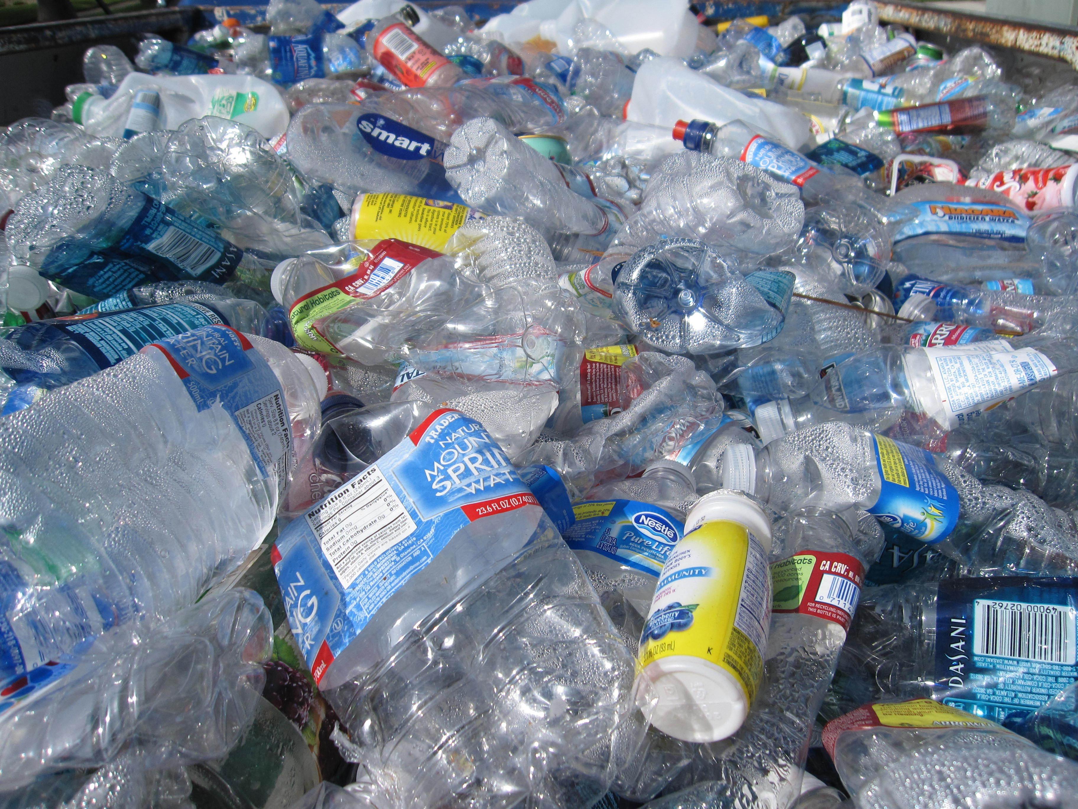 Projeto de lei do PAN sobre plásticos no parlamento na próxima semana