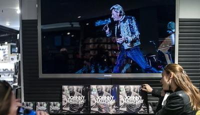 Viúva de Johnny Hallyday quer criar museu e escola de música em sua memória