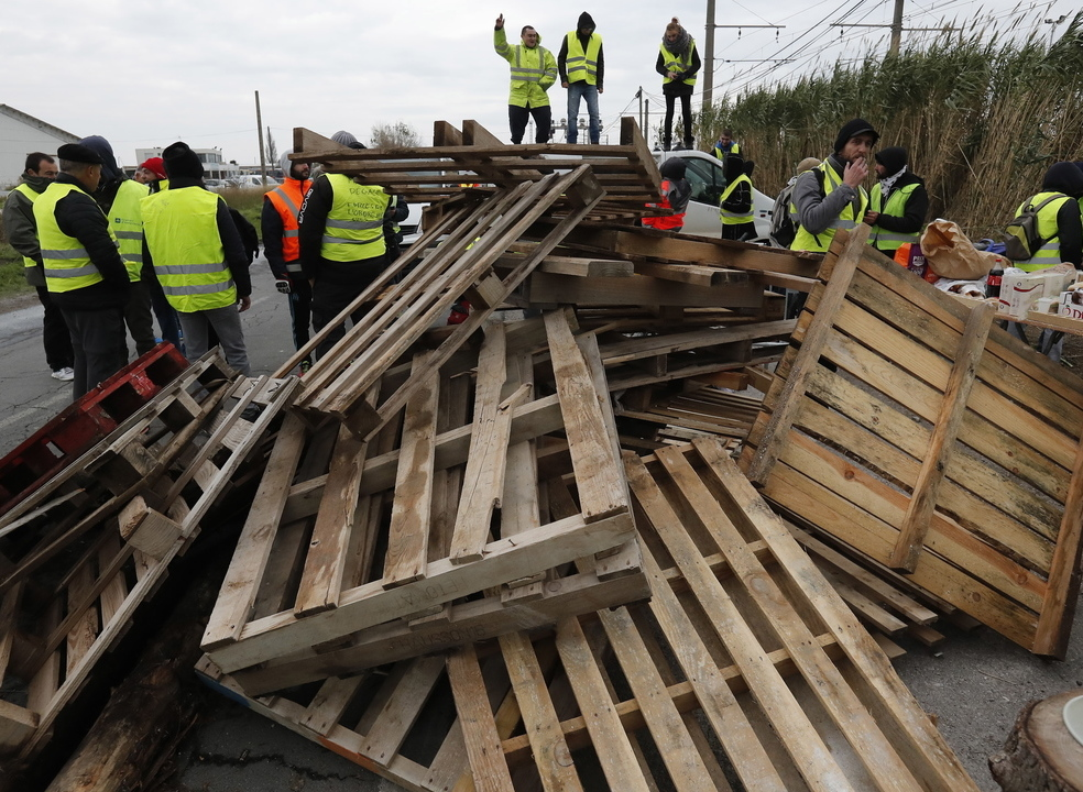 """Movimento """"coletes amarelos"""" promete bloquear Paris no próximo sábado"""
