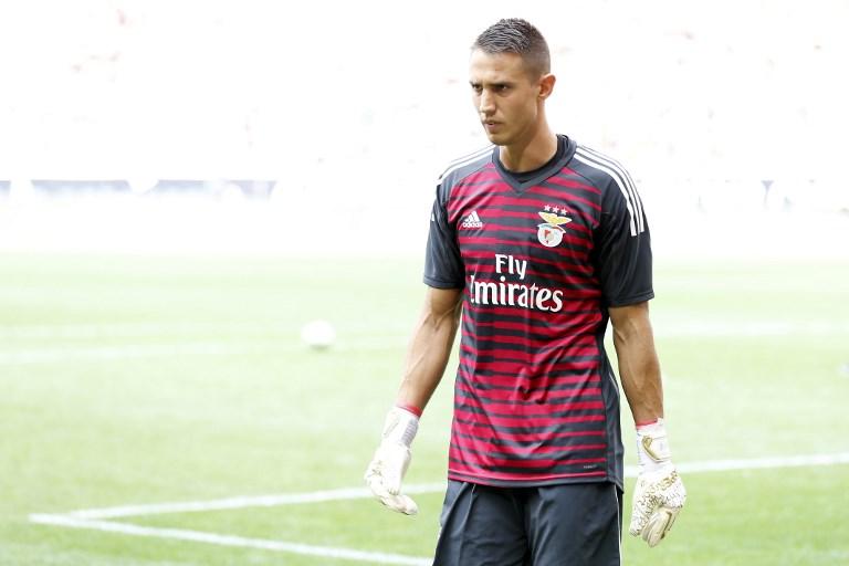 Benfica desiste de contratar novo guarda-redes. Lage confia em Vlachodimos
