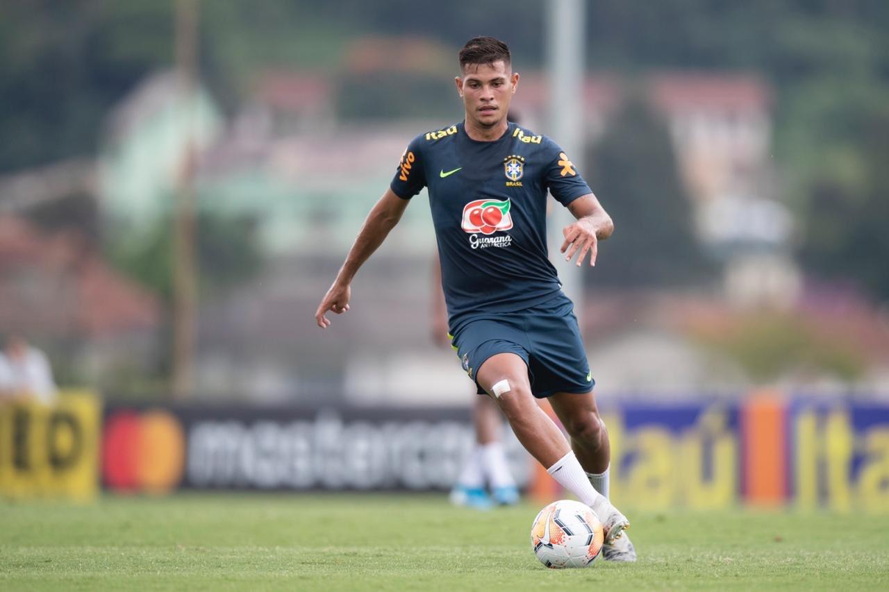 Intransigência do Athletico Paranaense atrasa Bruno Guimarães no Benfica
