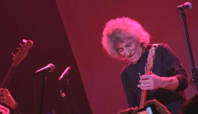 """Phil Mendrix: O """"guitarrista de génio"""" que se manteve ativo mais de 50 anos"""