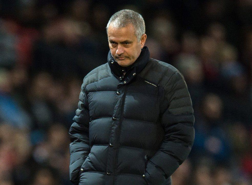 """Mourinho arrasa jogadores: """"Não me lembro de um jogo amigável em que a nossa atitude tenha sido tão má"""""""
