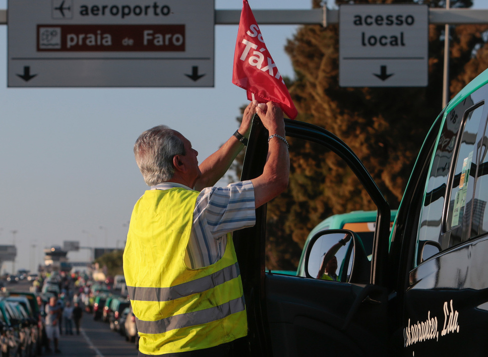 Táxis: Cerca de 1.300 taxistas concentrados em Lisboa, Porto e Faro