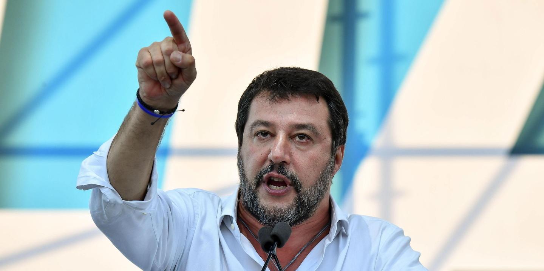 Apertados que nem Sardinhas eles enchem praças e cantam Bella Ciao. Tudo para mostrar a Salvini que não é bem-vindo