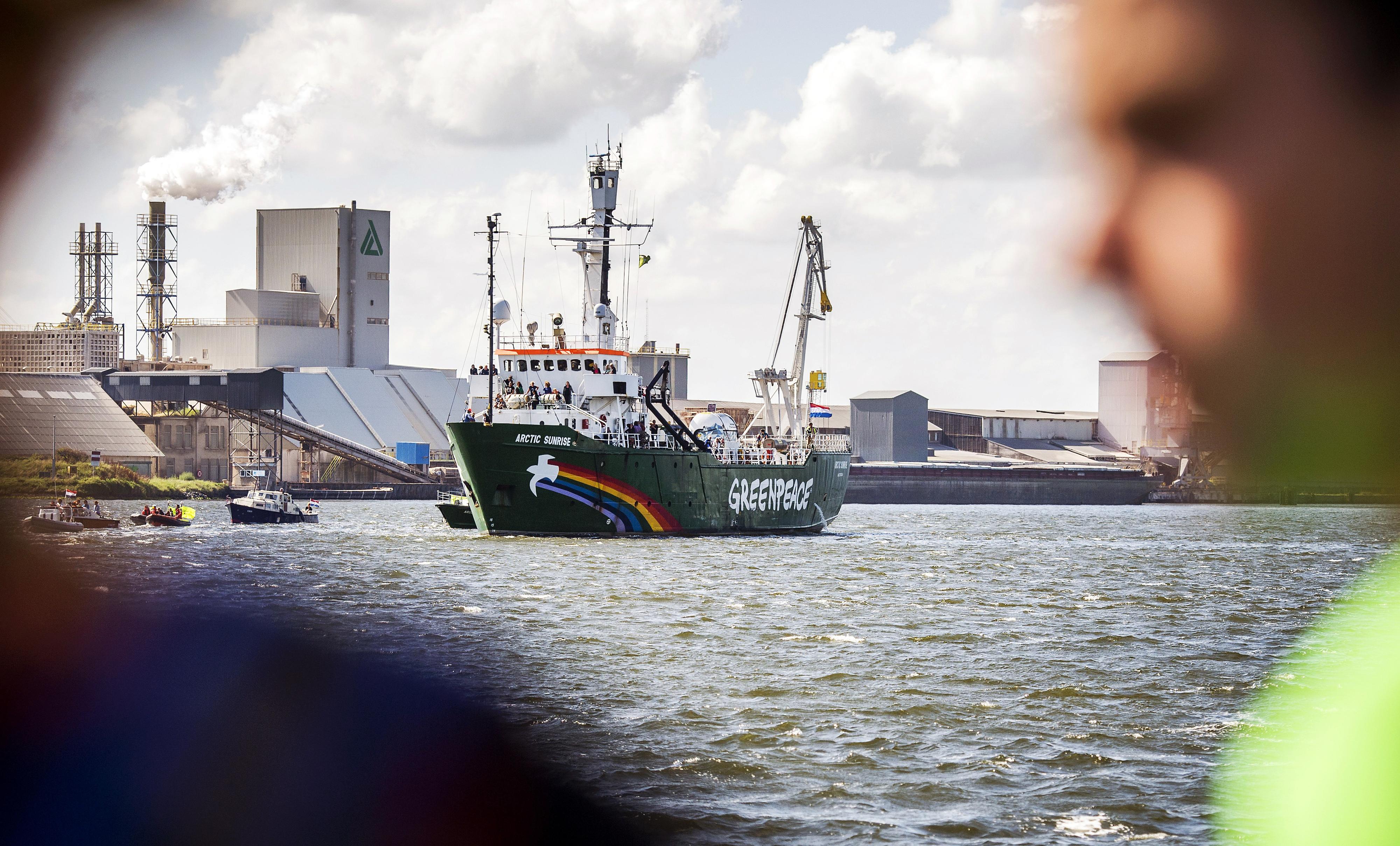 Rússia recusa pagar indemnização por ter apresado navio da Greenpeace