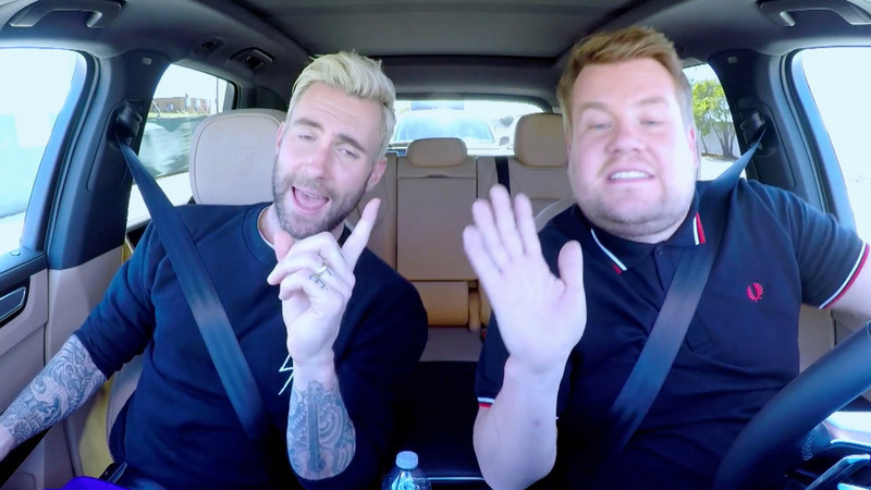 """""""Carpool Karaoke"""": Adam Levine e James Corden parados pela polícia"""