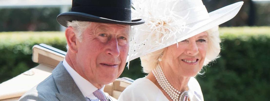 Príncipe Carlos e Camila posam para nova foto (por motivo especial)