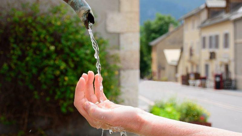 Água é vida e é escassa. Veja como a poupar em casa