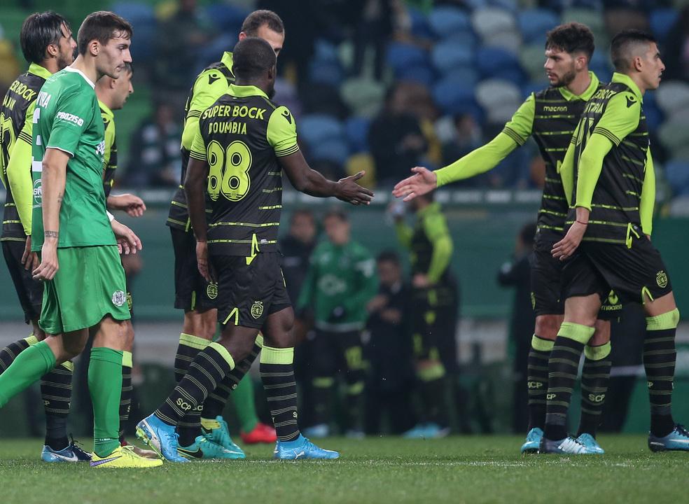 """Sporting cumpre e entra nos """"quartos"""" da Taça. Doumbia brilha com hat-trick"""