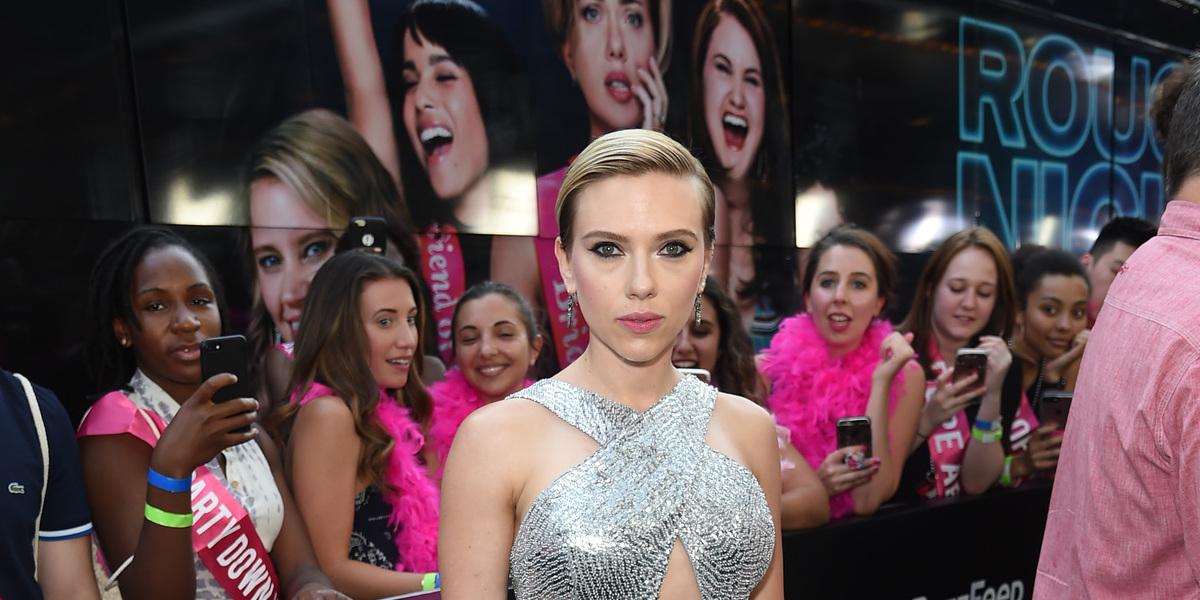 Mais filmes liderados por mulheres? Fãs têm de pressionar Hollywood, diz Scarlett Johansson