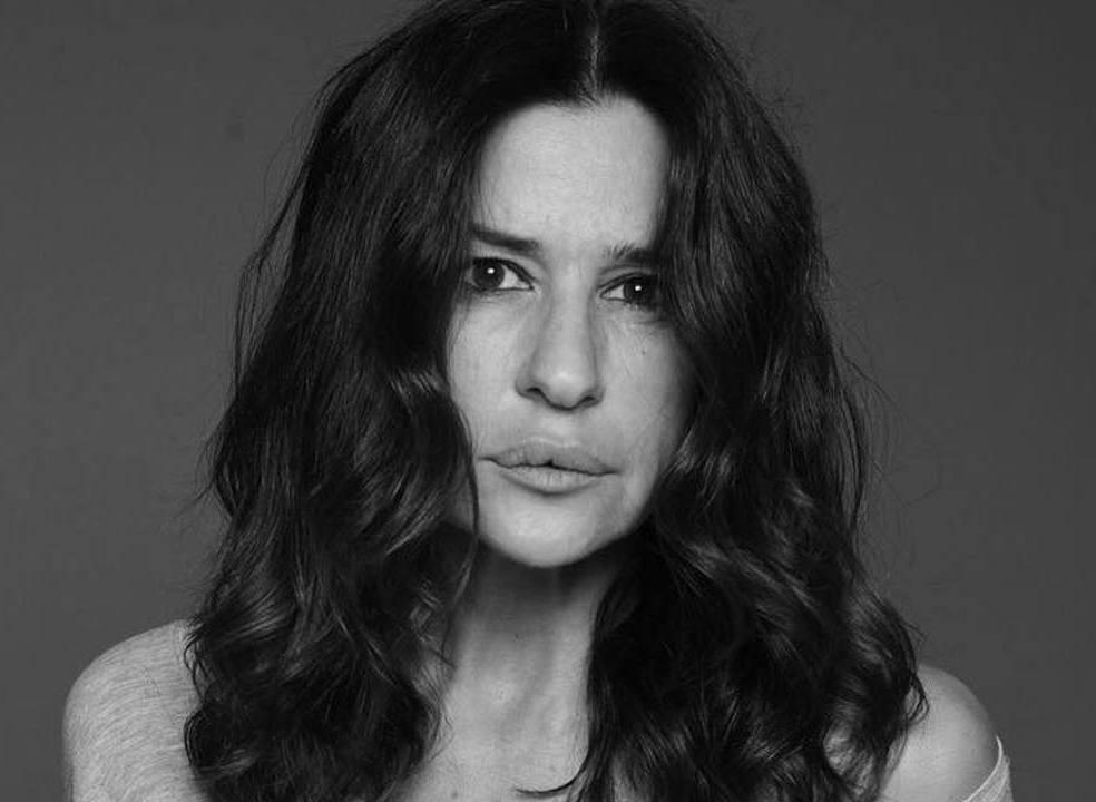 A beleza de Sofia Aparício no dia em que celebra o seu 50º aniversário