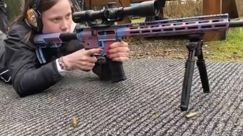 """Fact check: Greta Thunberg foi """"apanhada"""" a disparar uma metralhadora?"""