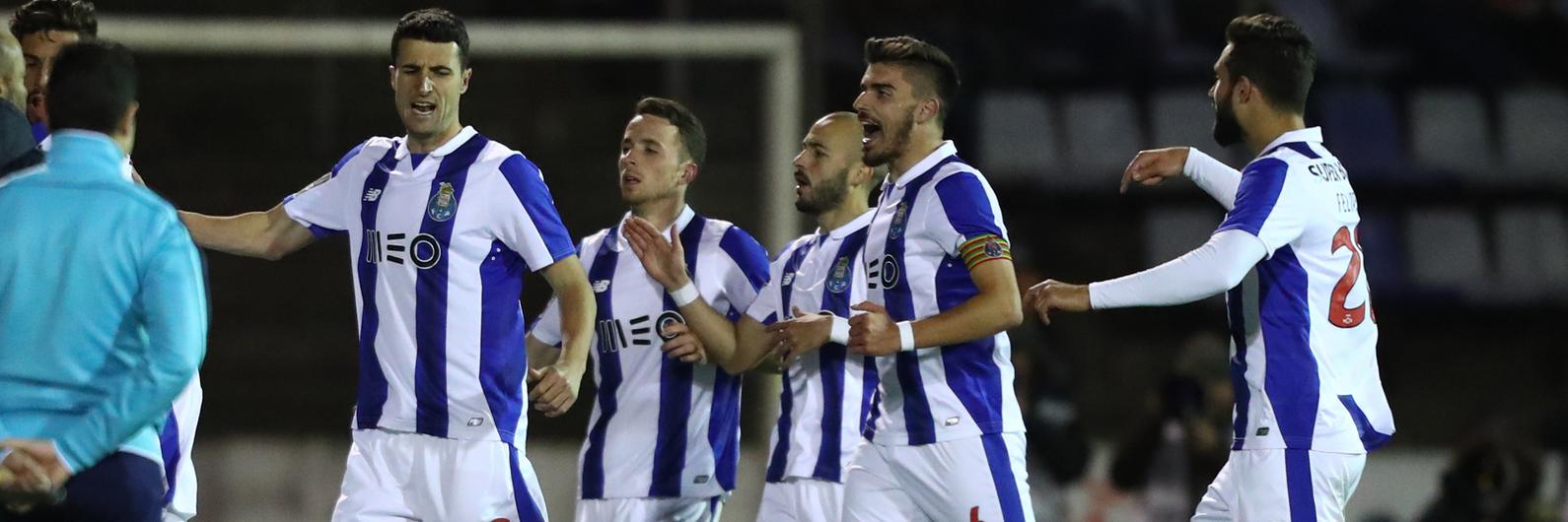 FC Porto regressa aos triunfos em Chaves e não deixa fugir Benfica