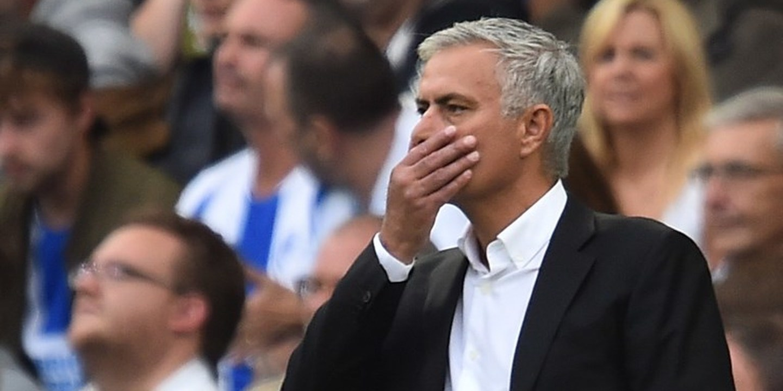 """Lee Sharpe sobre Mourinho: """"Estou a contar que seja despedido antes do Natal"""""""