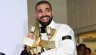 Drake bate recorde de Adele e vence 13 Billboard Music Awards