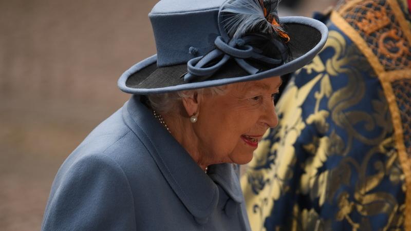 COVID-19: Pela quarta vez em sete décadas, Rainha de Inglaterra dirige-se aos súbditos pela televisão