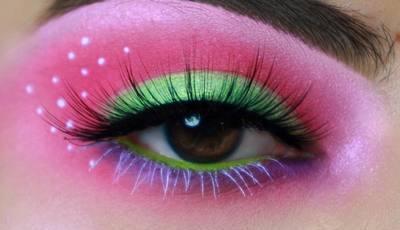 25 ideias para mulheres que gostam de olhos com (muita) cor