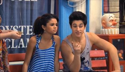 """""""Os Feiticeiros de Waverly Place"""" reencontram-se em casamento de ator da série"""