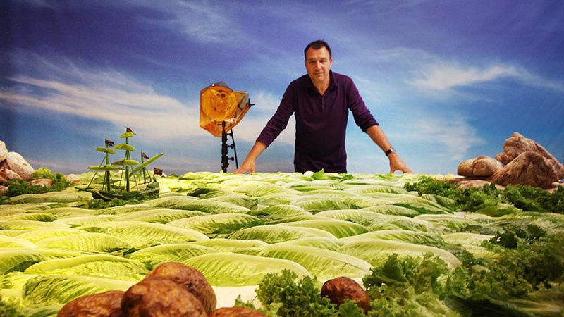 Carl Warner, o britânico que decidiu viver num mundo alternativo criado com alimentos