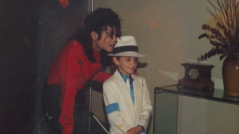"""Antigo produtor de Michael Jackson diz que o 'rei da pop' era """"um predador"""""""