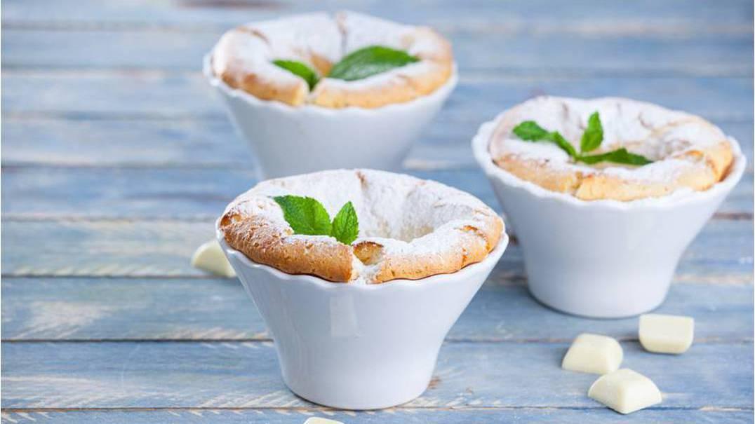 Soufflé de chocolate branco com hortelã